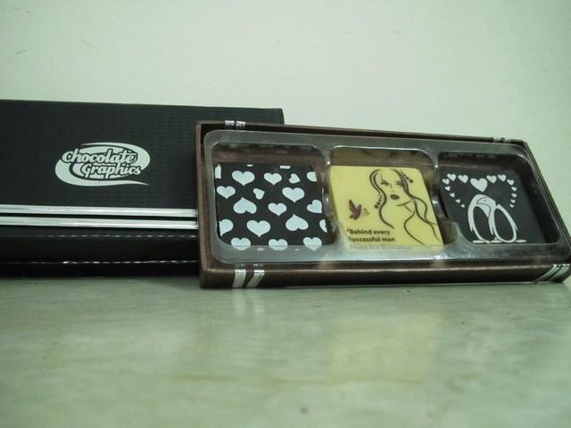 Hộp 3 miếng chocolate (5cmx5cmx0,6cm)x3 HOẶC 1 miếng 10cmx10cm