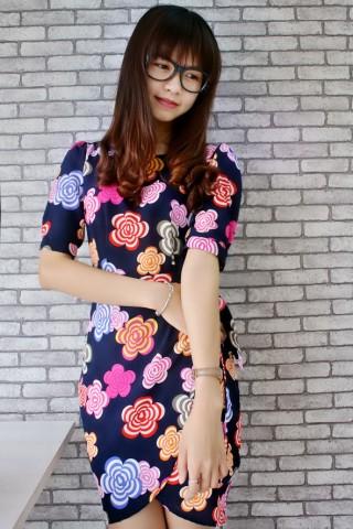 Váy hoa liền thân xẻ trước cách kiểu đẹp