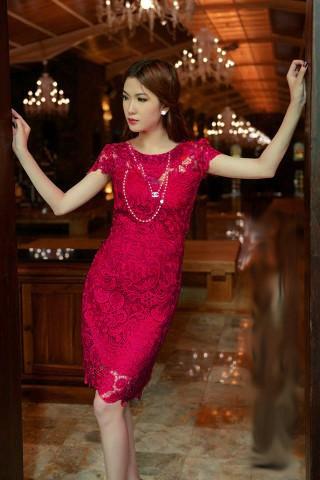 Váy công sở đẹp phối ren người mẫu Ngọc Trinh