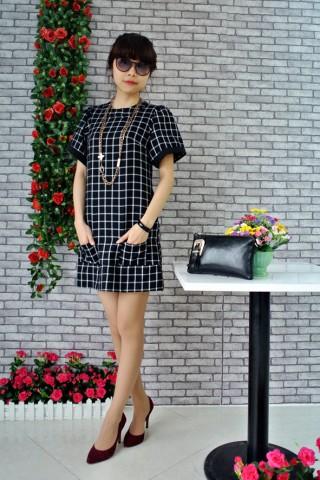 váy đen họa tiết ô vuông